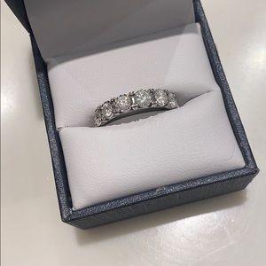 Diamond ring - 7 diamonds size 5.5